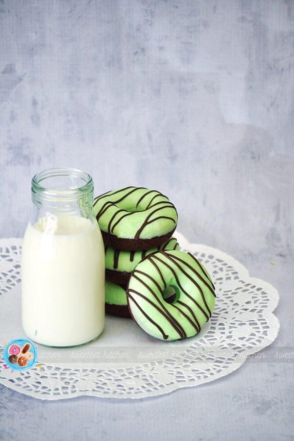 DIY mint chocolate donuts (via www.sweetestkitchen.com)