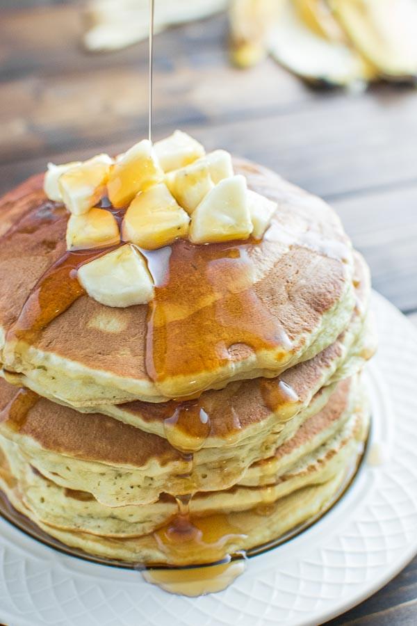 DIY healthy banana pancakes (via cooktoria.com)