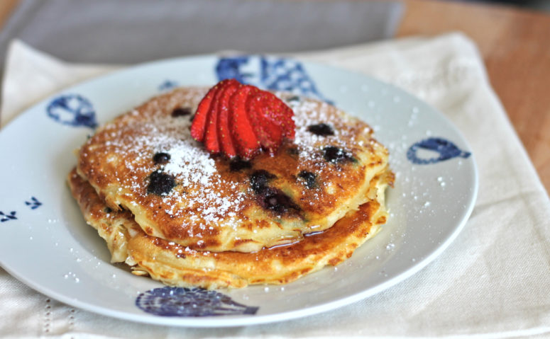 DIY buttermilk blueberry pancakes (via riceandbread.com)