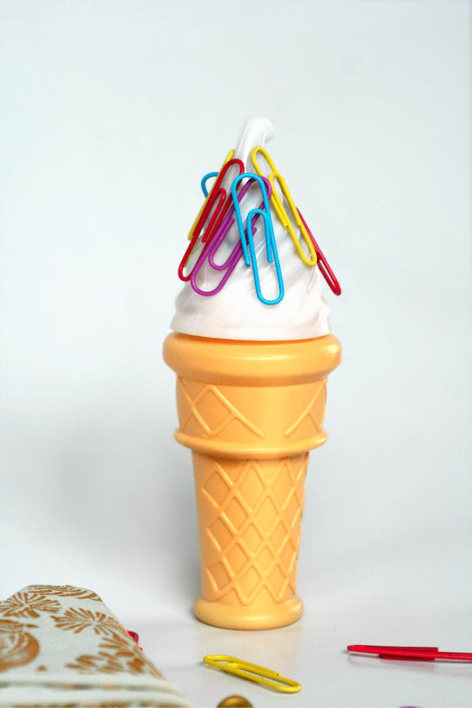 DIY magnetic ice cream cone paper clip holder (via theglitterinmytea.com)