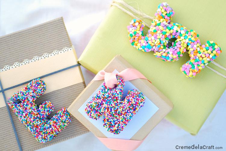 DIY sponge and sprinkle gift topper (via www.cremedelacraft.com)
