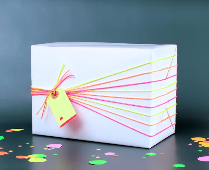 DIY neon gift wrapping (via www.omiyageblogs.ca)