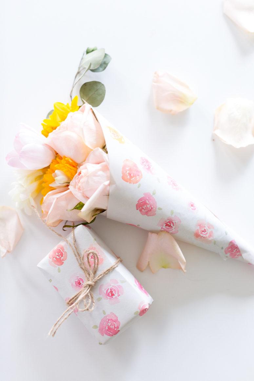 DIY watercolor rose wrapping paper (via www.craftberrybush.com)