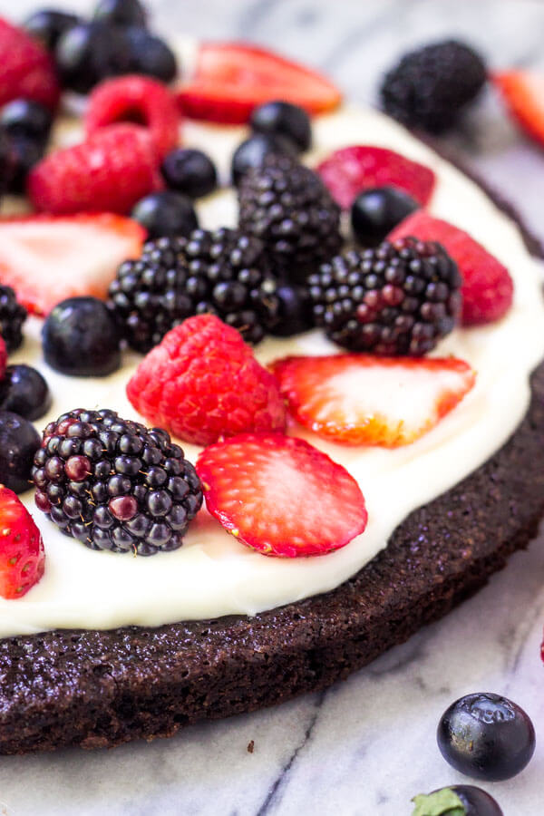 DIY berry brownie pizza (via https:)