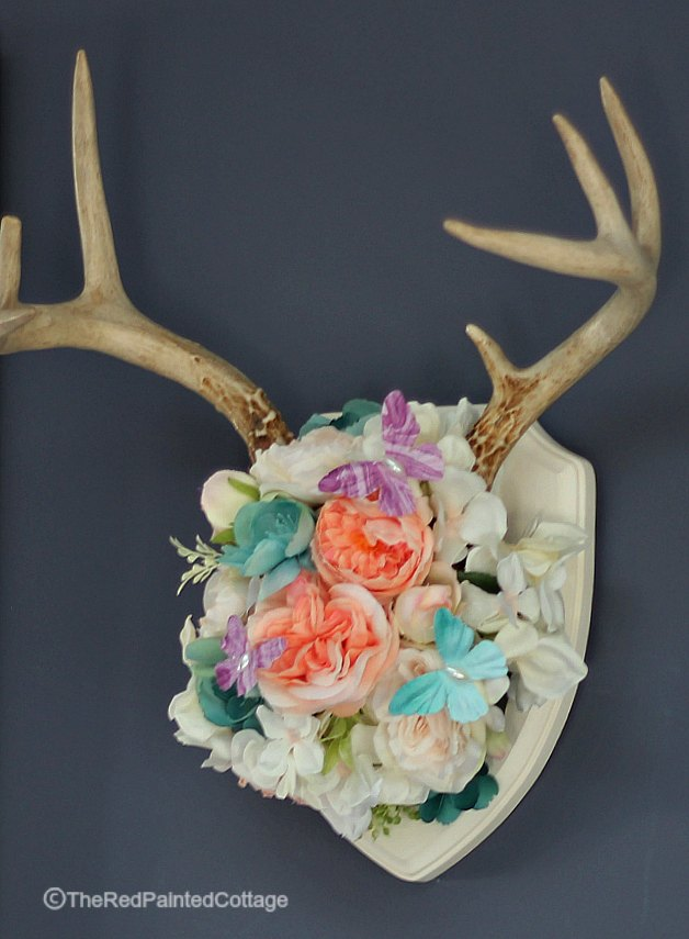 DIY summer antler wall art (via theredpaintedcottage.com)
