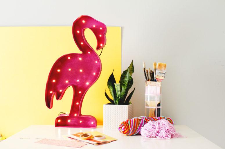 DIY flamingo marquee light (via www.fishandbull.com)