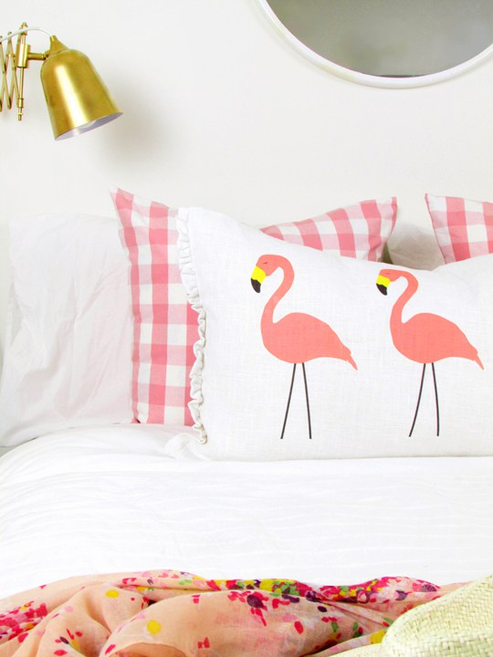 DIY no sew flamingo lumbar pillow (via https:)