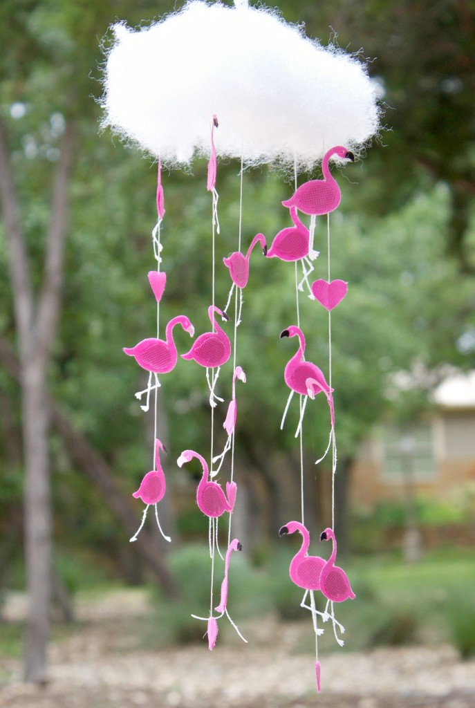 DIY raining flamingo mobile (via www.shelterness.com)
