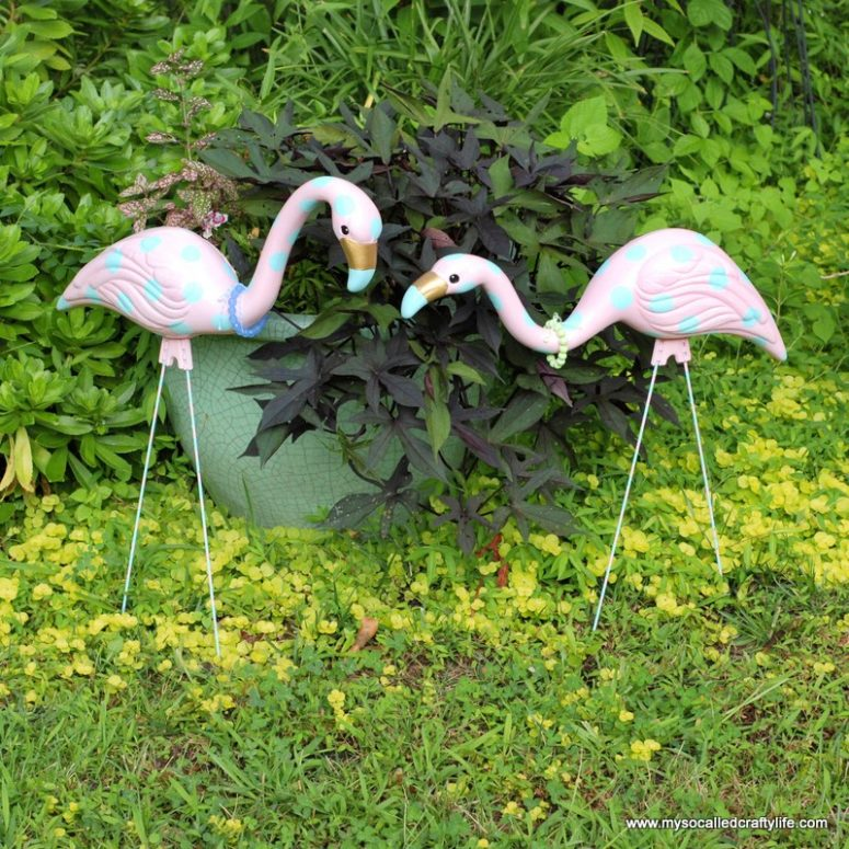 DIY polka dot print flamingos (via www.mysocalledcraftylife.com)