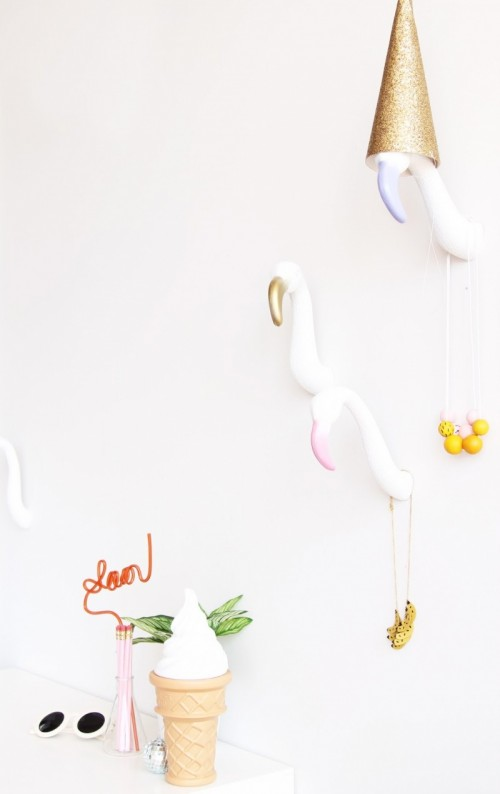 DIY flamingo wall hooks (via www.shelterness.com)