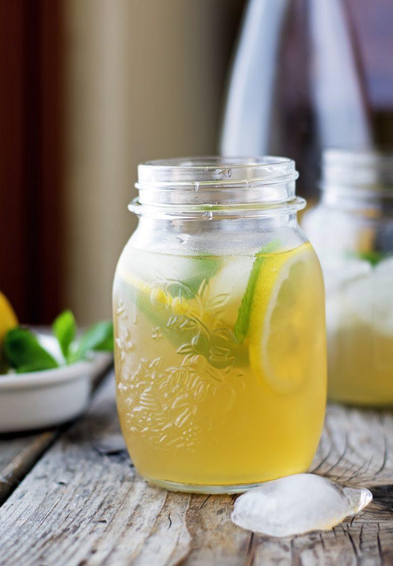 DIY mint ginger iced tea (via www.theironyou.com)