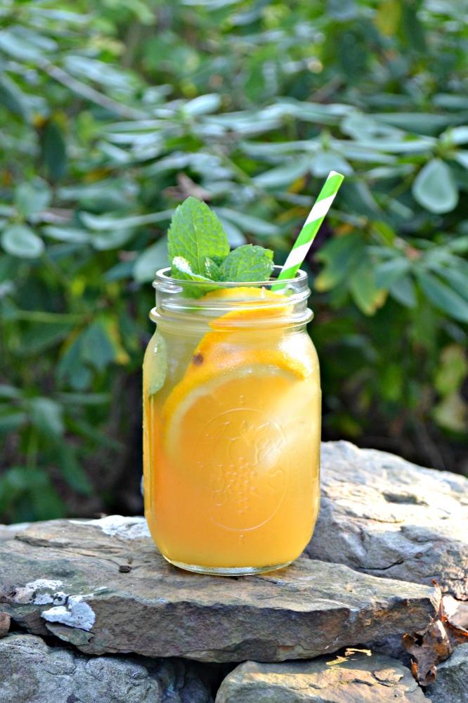 DIY orange vanilla iced tea (via www.hezzi-dsbooksandcooks.com)