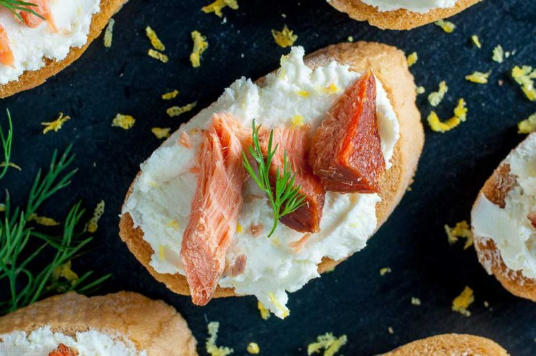 DIY smoked salmon crostini with whipped goat cheese (via https:)