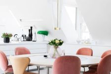 08 peachy pink velvet chairs for a modern and light-filled dining space