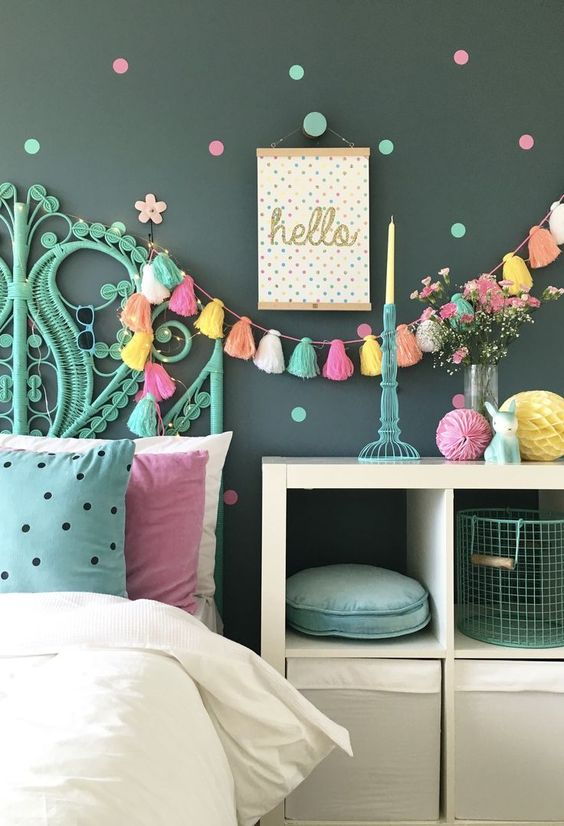 hang bold tassel garlands with lights over the bed to make your dreams summer-like