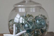 10 a large jar with fishing floats will be an original decoration
