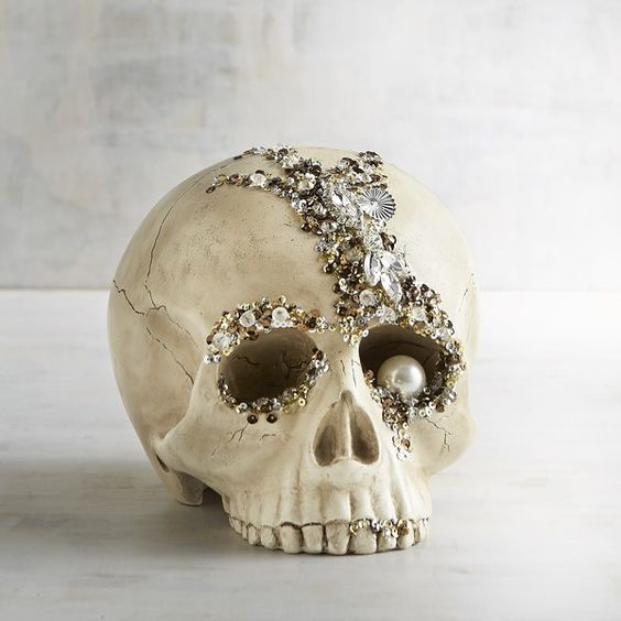 incrusted skull with rhinestones and pearls for beautiful decor