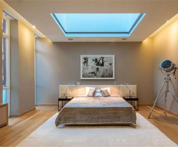 a modern bedroom with a square skylight for those who love the sky