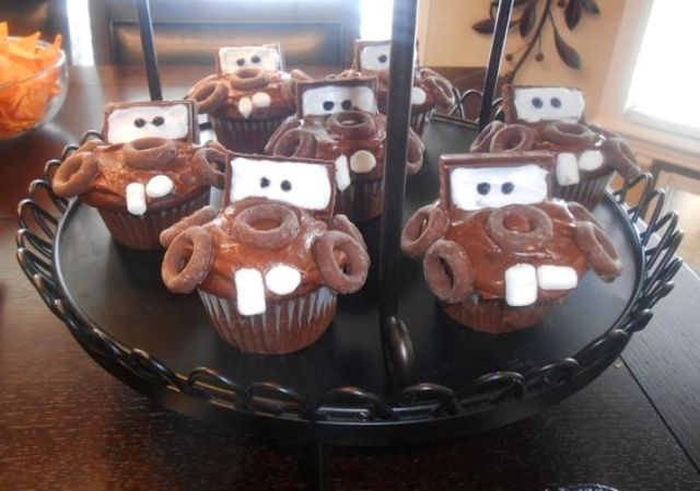 Cars-themed cupcakes look awesome and taste amazing