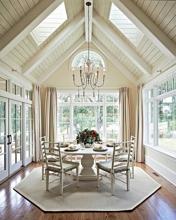 though the dining room is fully glazed, there are additional skylights in the roof, and they bring much light