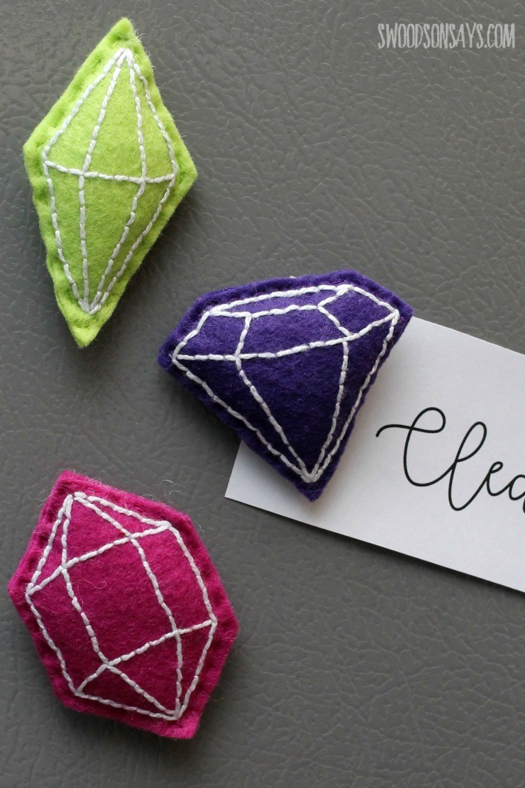 DIY felt faux gemstone magnets (via swoodsonsays.com)