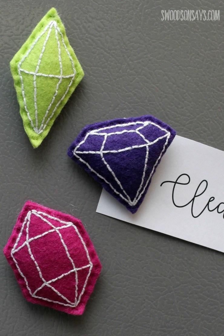 DIY felt faux gemstone magnets (via swoodsonsays.com)