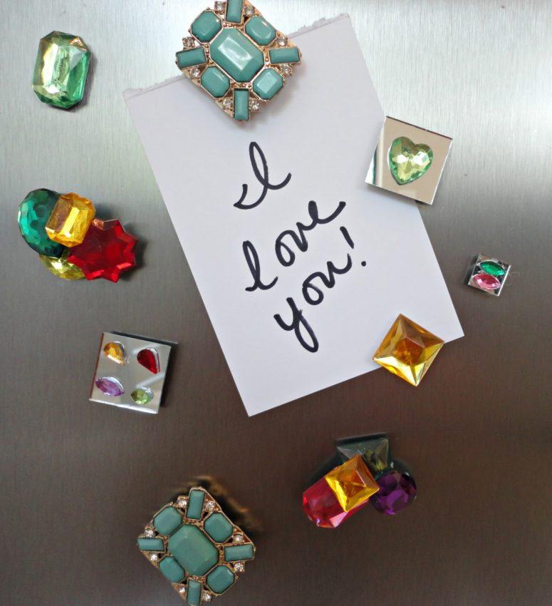 DIY gemstone magnets (via www.livelovediy.com)