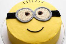 DIY Minion sponge cake