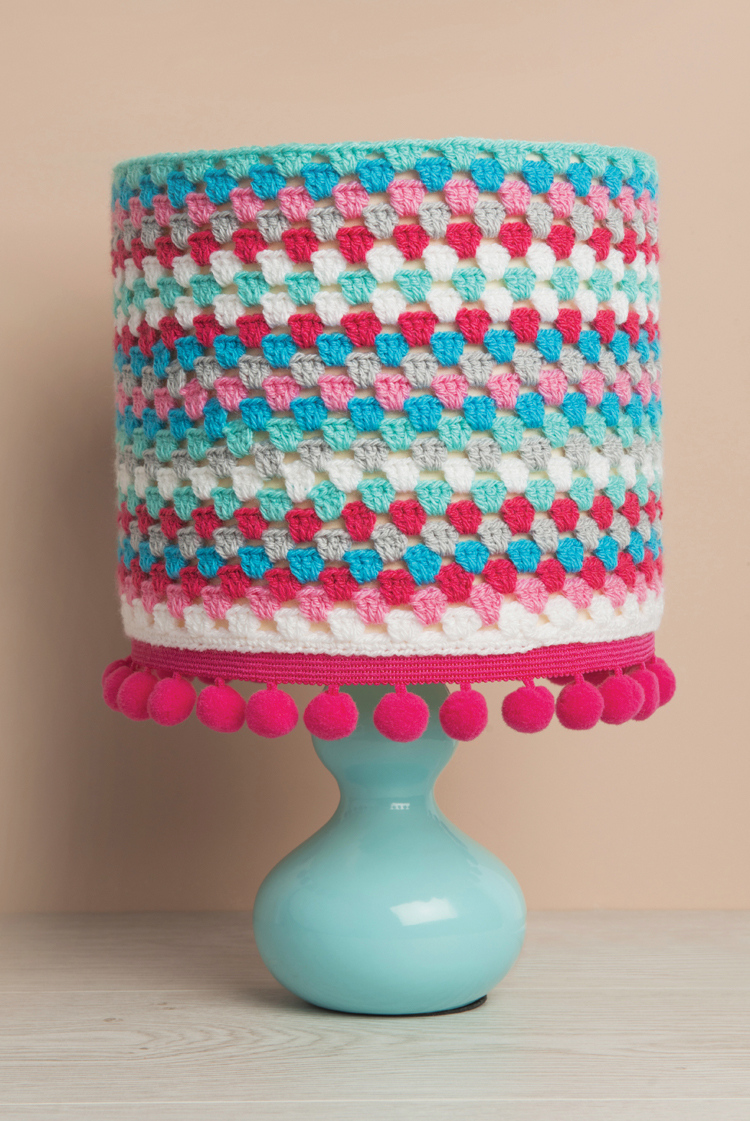 DIY crochet and pompom lampshade (via ideas.sewandso.co.uk)