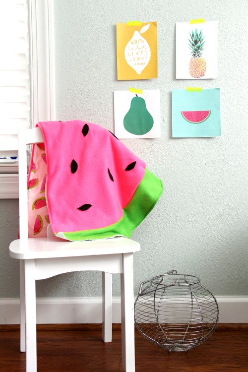 DIY watermelon baby blanket (via www.shelterness.com)