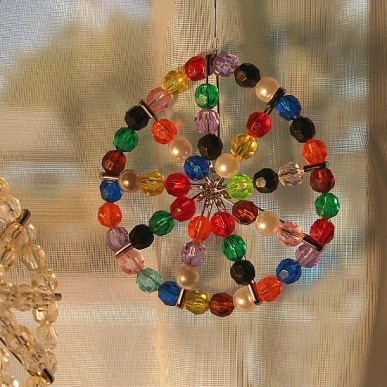 DIY safety pin suncatcher (via craftpenguin.com)