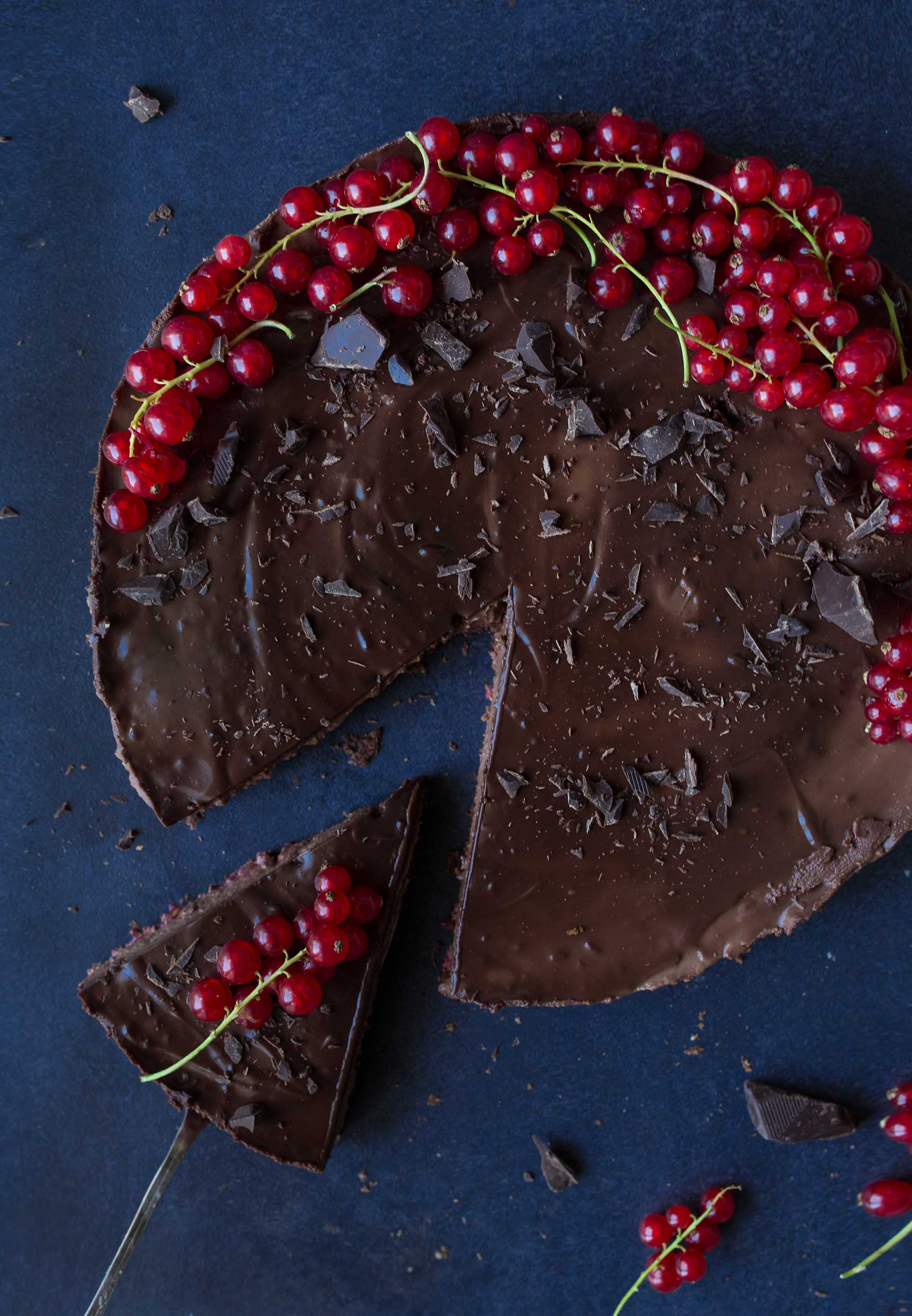 DIY vegan chocolate cake with red currant