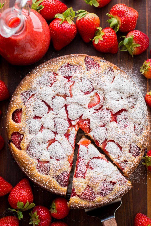DIY easy strawberry cake (via natashaskitchen.com)