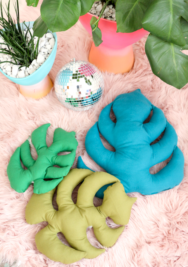 DIY monstera leaf pillows (via www.akailochiclife.com)