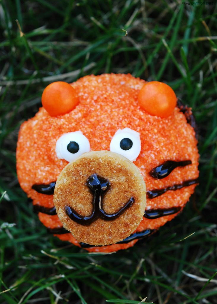DIY allergy-friendly tiger cupcakes (via www.allergyawesomeness.com)