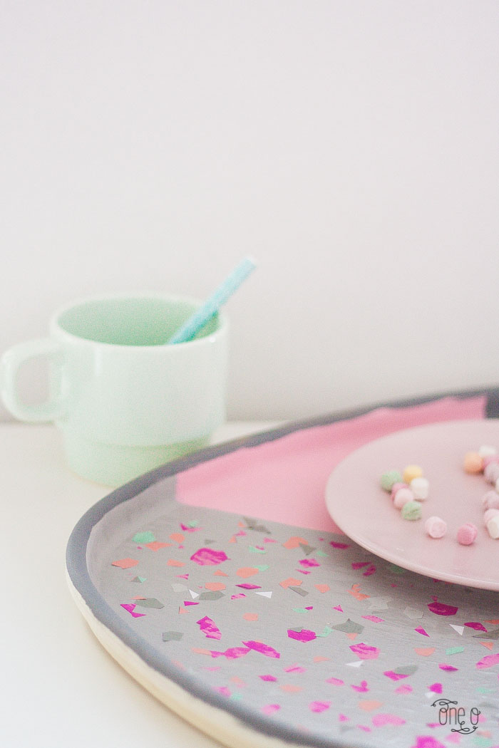 DIY pink terrazzo serving tray (via www.one-o.it)