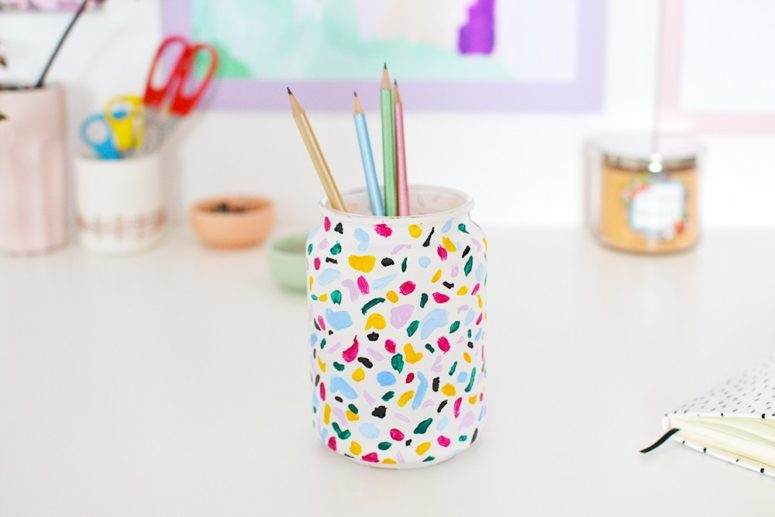 DIY terrazzo pencil holder using acrylic paints (via enthrallinggumption.com)