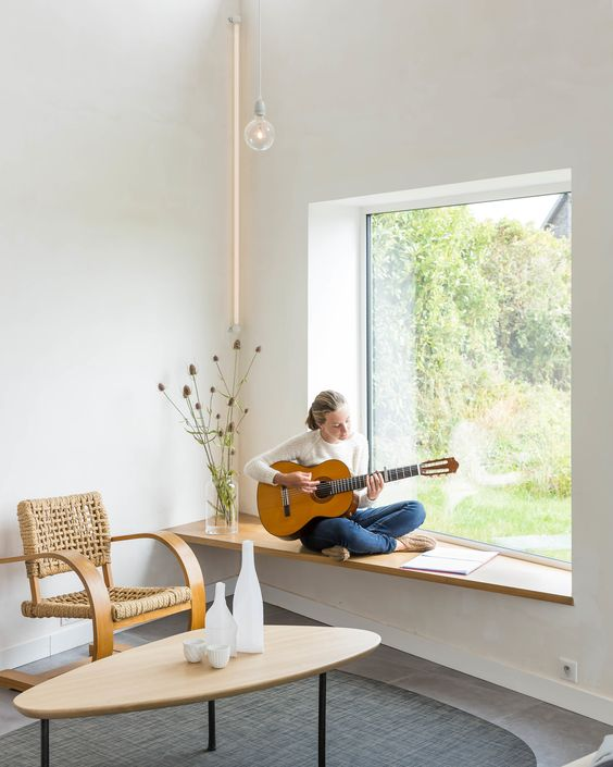 an asymmetric window sill that can be used as a seat will save some space