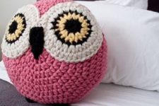 04 a crochet pink owl pillow to cheer up any space
