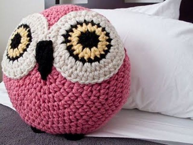 a crochet pink owl pillow to cheer up any space
