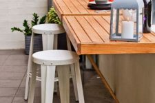 04 pallet folding tables and metal stools will save space