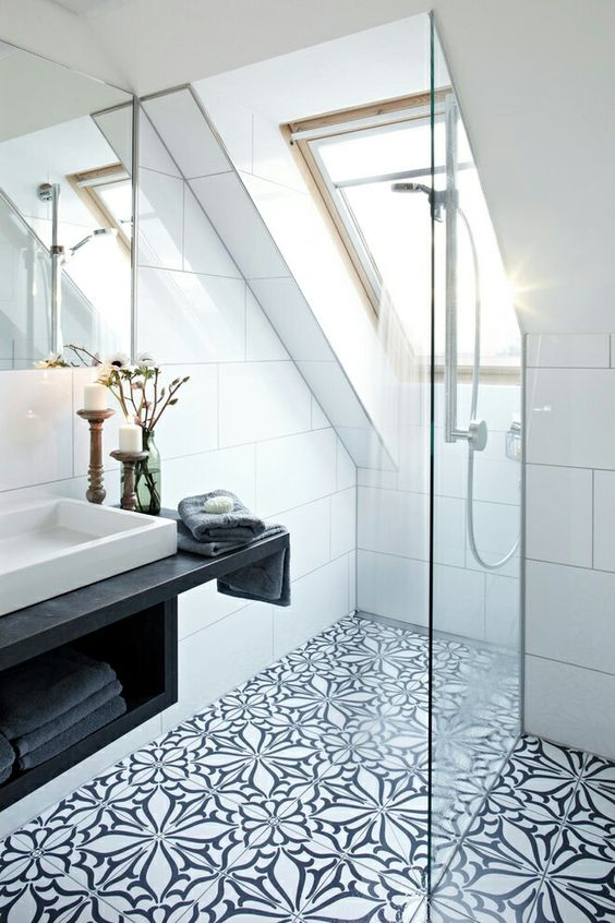 a skylight is made in the shower zone, so the privacy is kept and there's much light in