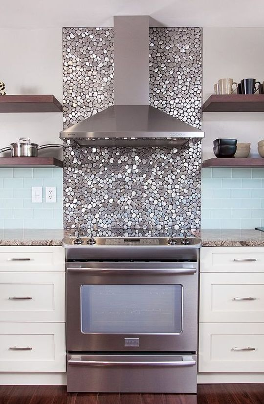 15 Chic Metallic Kitchen Backsplash Ideas - Shelterness