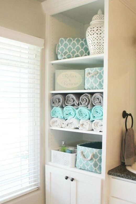 Cute open shelving unit with towels and various bathroom stuff if there us enough space