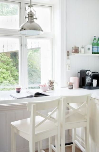 a small windowsill breakfast bar with pendant lamps is a cool idea