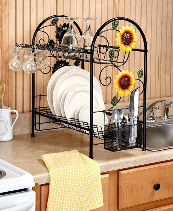 two-tier sunflower rooster is a fun and bold idea