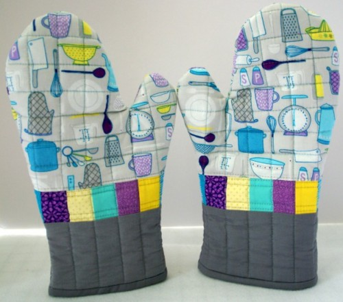 DIY quilted bbq oven mitt (via www.shelterness.com)