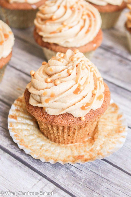 DIY butterbeer cupcakes (via whatcharlottebaked.com)