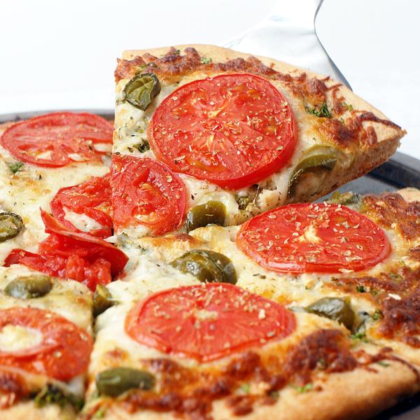 DIY tomato, cilantro and jalapeno pizza (via www.alisonsallspice.com)