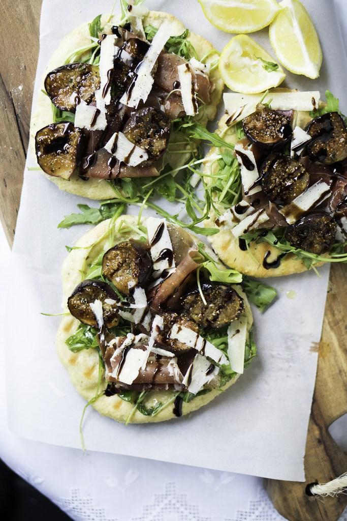 DIY fig and prosciutto pizza (via www.gnom-gnom.com)
